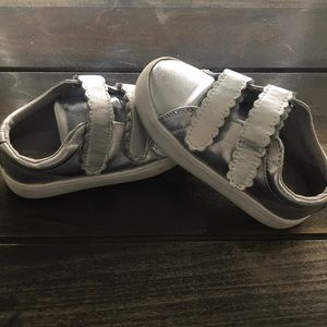 Cat & Jack Toddler Girls Silver Velcro Sneakers